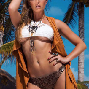 modelo edecan cancun juliane becker 2